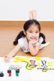 Kleines asiatisches Künstlermädchen Stockfotos