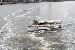 Kleines Ausflugboot Kysten in Aalborg, Dänemark Lizenzfreie Stockfotos