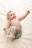 Kleines Baby auf Bett Lizenzfreie Stockfotos
