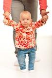 Kleines Baby, das erste Jobstepps bildet Lizenzfreie Stockfotografie
