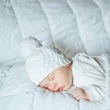 Kleines Baby, das süß schläft Lizenzfreie Stockfotos