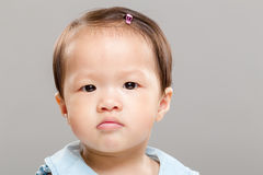 Kleines Baby, das unglücklich sich fühlt Lizenzfreie Stockfotografie