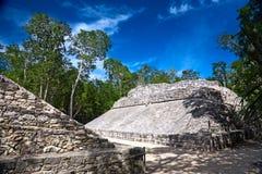 Kleines ballcourt für das alte Mayaspiel Lizenzfreie Stockfotos