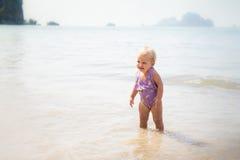 Kleines blondes Baby Lizenzfreie Stockfotografie