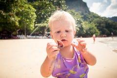 Kleines blondes Baby Lizenzfreies Stockfoto