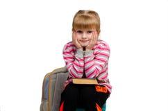 Kleines blondes Mädchen mit Buch Lizenzfreies Stockfoto