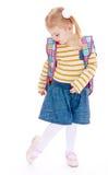 Kleines blondes Mädchen mit einem Schulrucksack Lizenzfreie Stockfotos