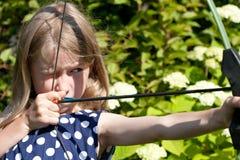 Kleines Bogenschützemädchen Stockfotografie