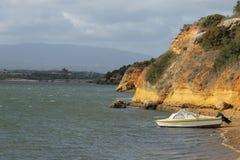 Kleines Boot auf einem Strand Lizenzfreies Stockfoto