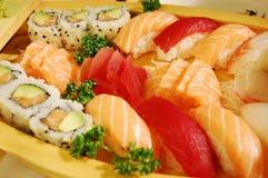 Kleines Boot mit Sushi v2 Lizenzfreie Stockbilder