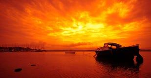 Kleines Boot und Sonnenuntergang in Dänemark Stockbilder
