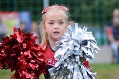 Kleines Cheerleadermädchen lizenzfreie stockbilder
