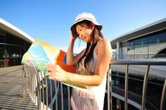 Kleines chinesisches asiatisches touristisches Mädchengefühl verlor Stockfotografie