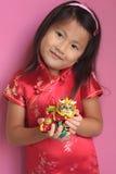 Kleines chinesisches Mädchen mit Drachen Lizenzfreie Stockfotografie