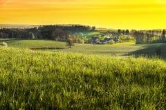 Kleines Dorf in den Alpen Stockfoto