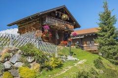 Kleines Dorf in den Alpen, die Schweiz Stockfoto