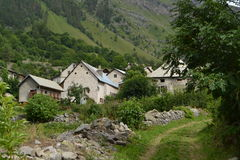 Kleines Dorf in den französischen Alpen Lizenzfreies Stockbild