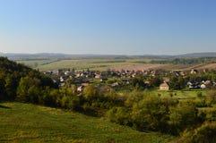 Kleines Dorf in der Landschaft Lizenzfreies Stockbild
