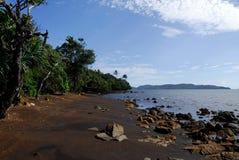 Kleines Dorf des Strandes Thio Lizenzfreies Stockbild