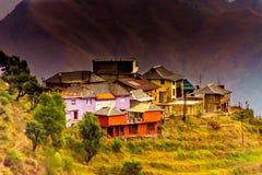 Kleines Dorf im Himalaja lizenzfreie stockfotos