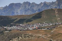 Kleines Dorf im Süden von Frankreich nannte Jeux lizenzfreie stockbilder
