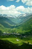 Kleines Dorf im Tal lizenzfreies stockfoto