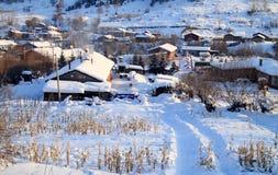 Kleines Dorf im Winter Stockbilder