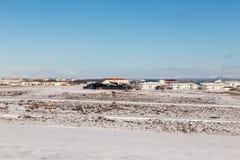 Kleines Dorf in Island während der Wintersaison Stockfoto