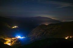 Kleines Dorf nachts Stockfotografie