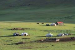Kleines Dorf von yurts in der Steppe stockbilder