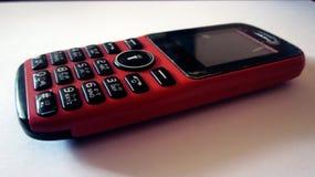 Kleines einfaches Mobile auf weißem Hintergrund Stockfoto
