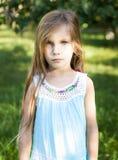 Kleines ernstes Mädchen Lizenzfreies Stockfoto
