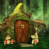 Kleines feenhaftes Haus mit Pilzen Stockfotos