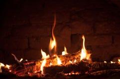 Kleines Feuer im Ofen lizenzfreie stockfotografie