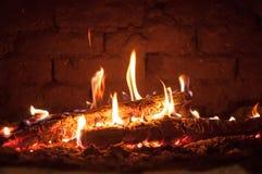 Kleines Feuer im Ofen stockbilder