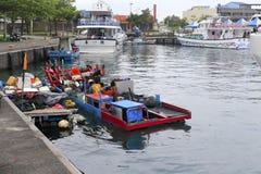 Kleines Fischerboot an der Fähre von Yilan County, Taiwan lizenzfreie stockbilder