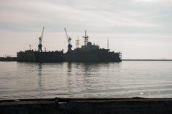 Kleines Flugkriegsschiff im Hafen, Ostsee, Russland Lizenzfreie Stockbilder