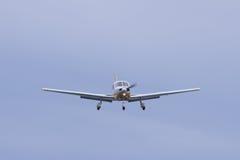 Kleines Flugzeug auf Anflug lizenzfreie stockfotografie