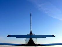 Kleines Flugzeug im mitten in der Luft stockfoto