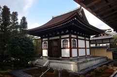 Kleines Gebäude innerhalb der Daitokuji componds Stockfotografie