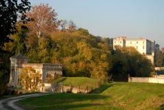 Kleines Gebäude südlich des Schlosses Catajo sonnenbeschien in der Provinz von Padua in Venetien (Italien) Stockfotos