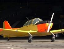 Kleines gelbes Flugzeug Lizenzfreie Stockfotos