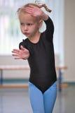 Kleines Gymnastmädchen lizenzfreie stockbilder