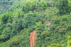 Kleines Häuschen auf Berg Stockfoto