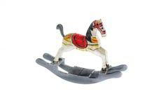 Kleines hölzernes Pferd auf weißem Hintergrund Stockbild