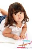 Kleines hübsches Mädchen zeichnet und Farbton Lizenzfreie Stockfotos