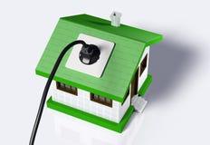 Kleines Haus angeschlossen an den elektrischen Strom Lizenzfreie Stockfotografie