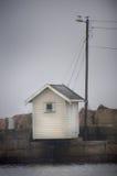 Kleines Haus auf Anlegestelle Lizenzfreie Stockfotografie