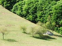 Kleines Haus in den Bergen Stockfotografie