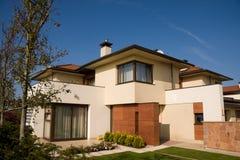Kleines Haus der einzelnen Familie Lizenzfreie Stockfotos
